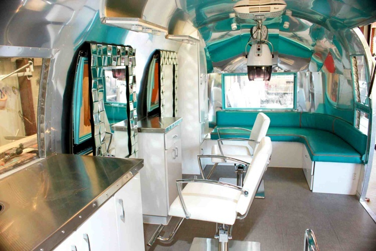 Of hair and transformation for Salon mobil home