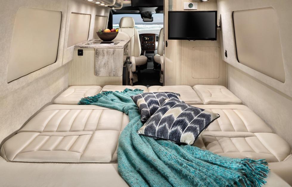 Airstream Travel Trailers >> Airstream Spotlight: 2018 Interstate Touring Coach Series ...
