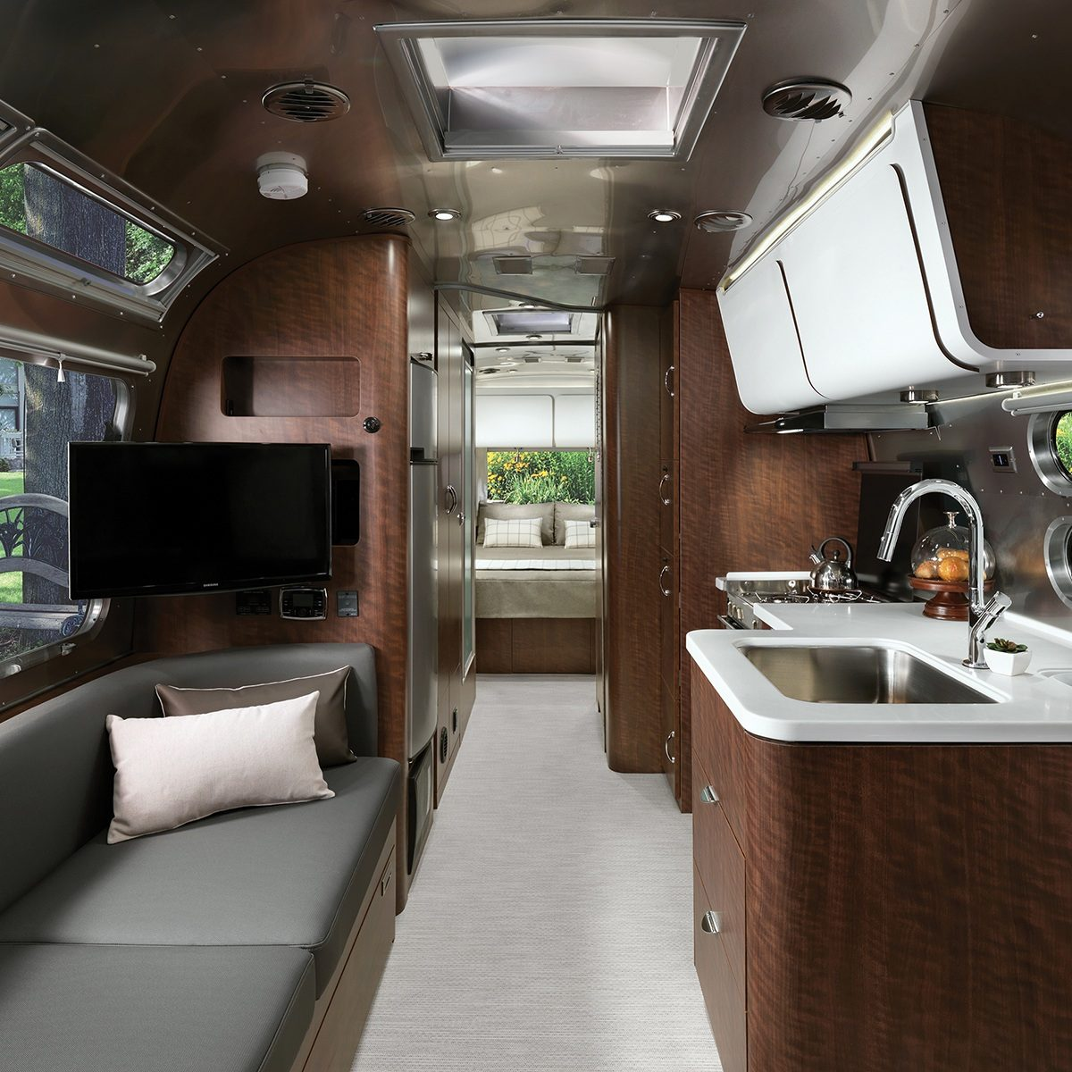 Inside Travel Trailers: Travel Trailers