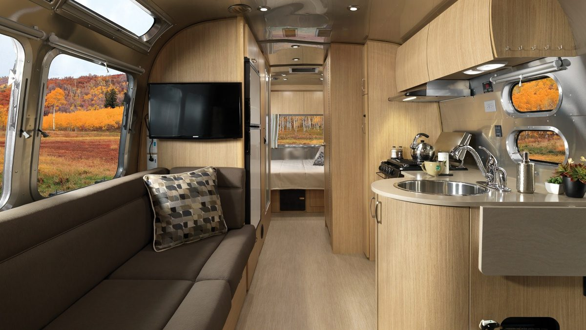 Features Flying Cloud Travel Trailers Airstream
